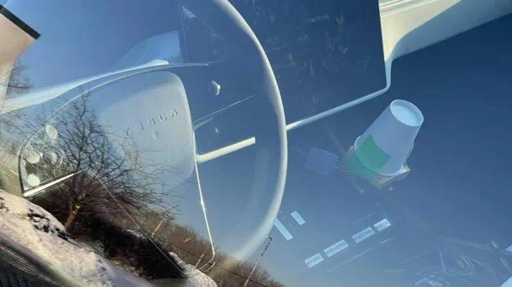 晚高峰新闻:保时捷Taycan旅行版预告图发布;法拉利SF90 Stradale上调90万;新款Model S谍照保留传统方向盘
